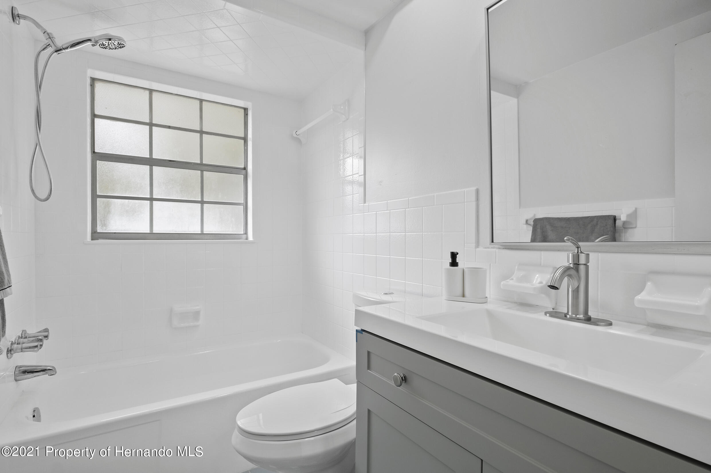 Listing photo id 7 for 6166 Wingate Street