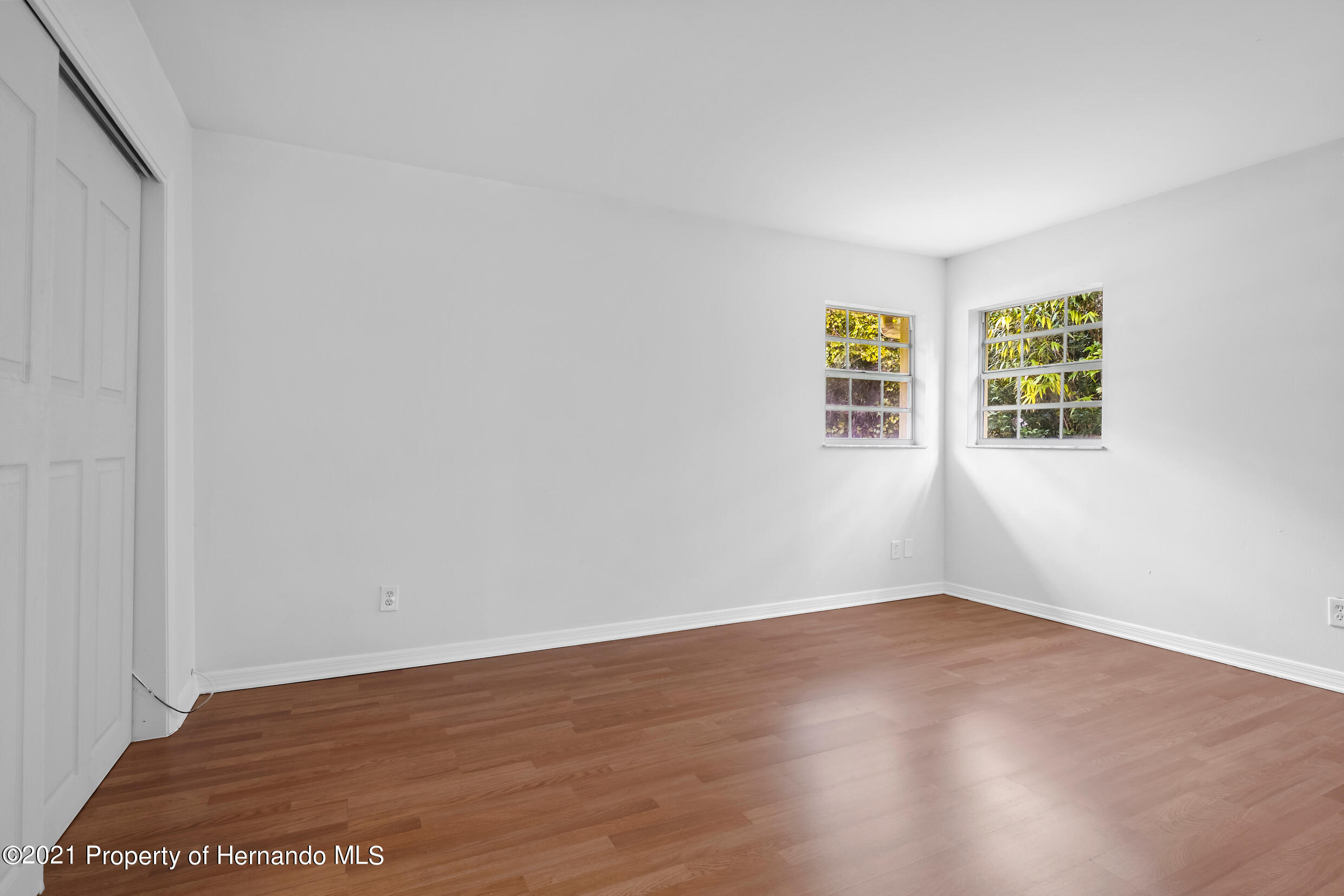 Listing photo id 8 for 6166 Wingate Street