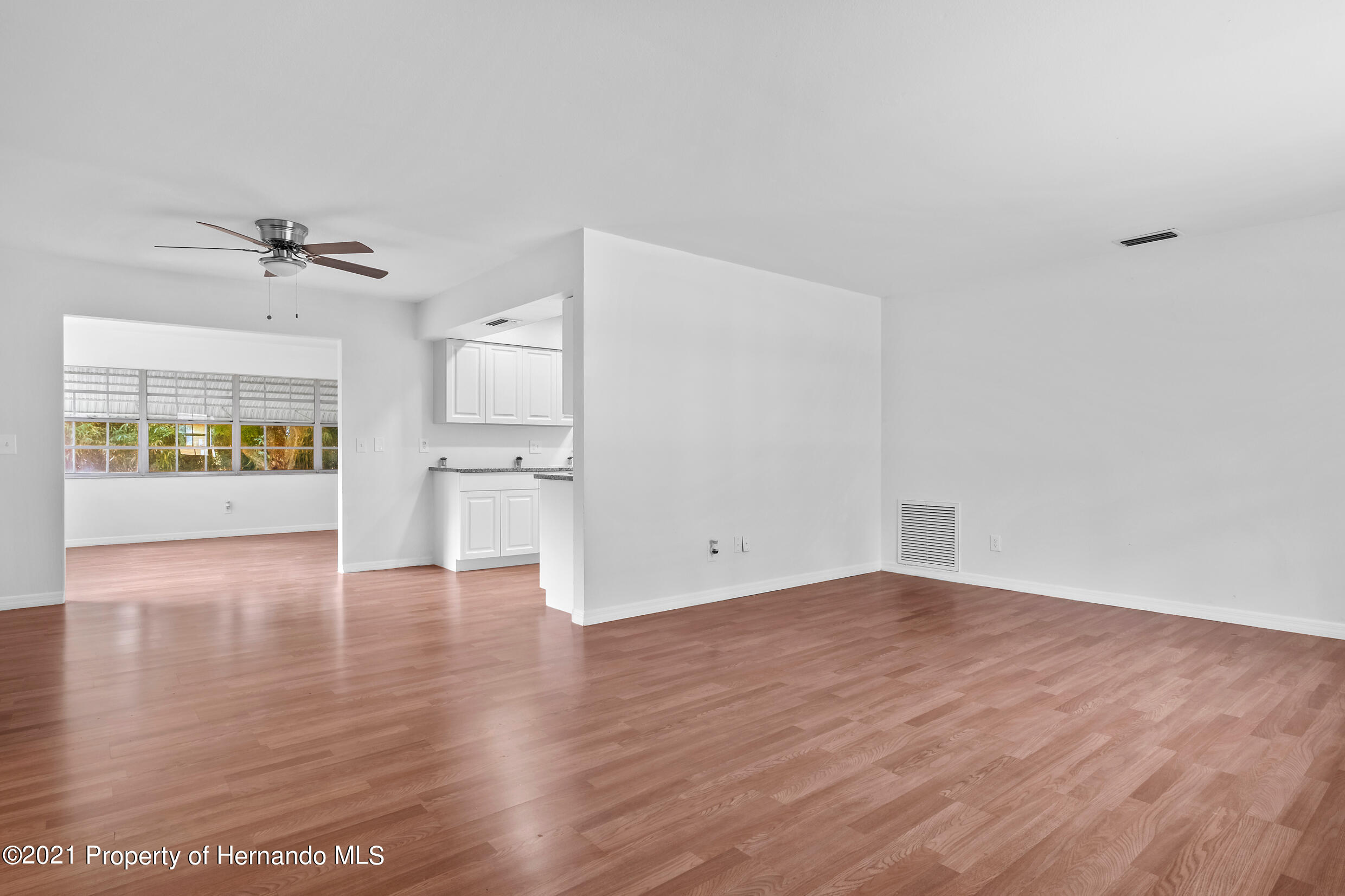 Listing photo id 4 for 6166 Wingate Street