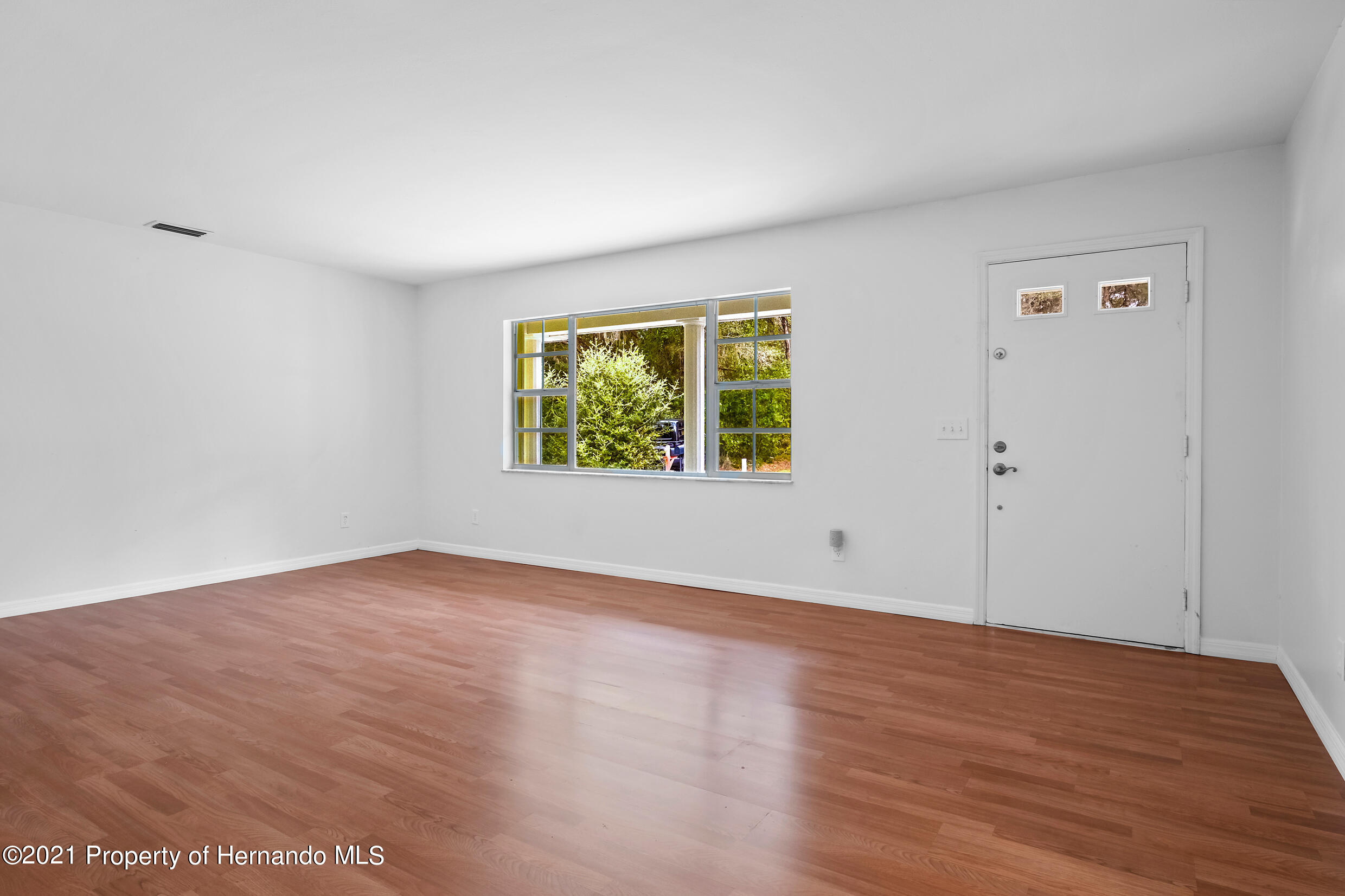 Listing photo id 11 for 6166 Wingate Street