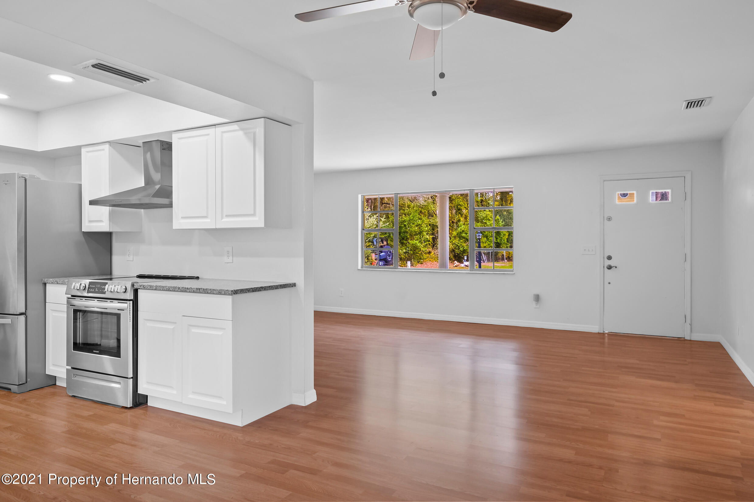 Listing photo id 3 for 6166 Wingate Street