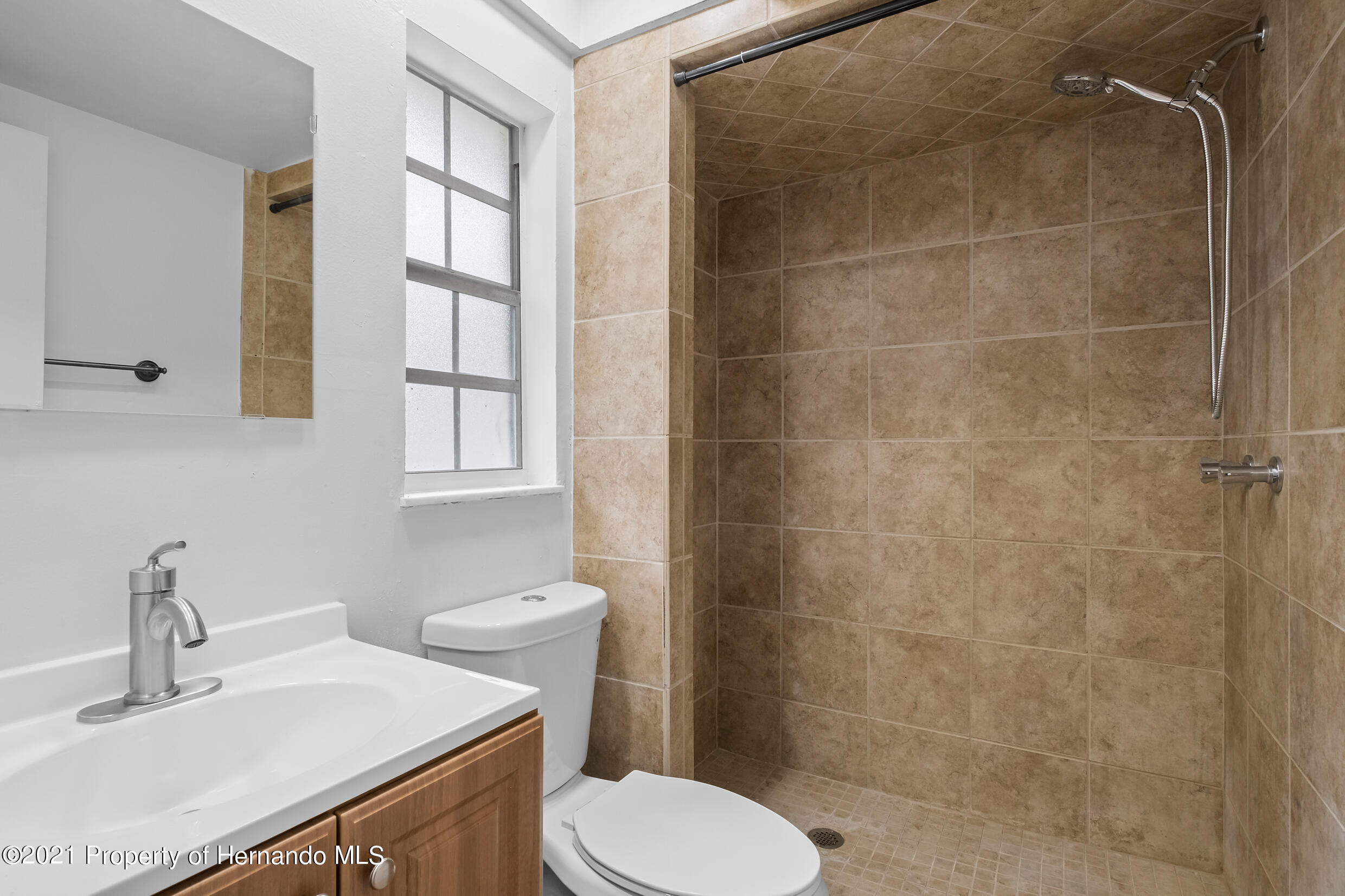 Listing photo id 16 for 6166 Wingate Street