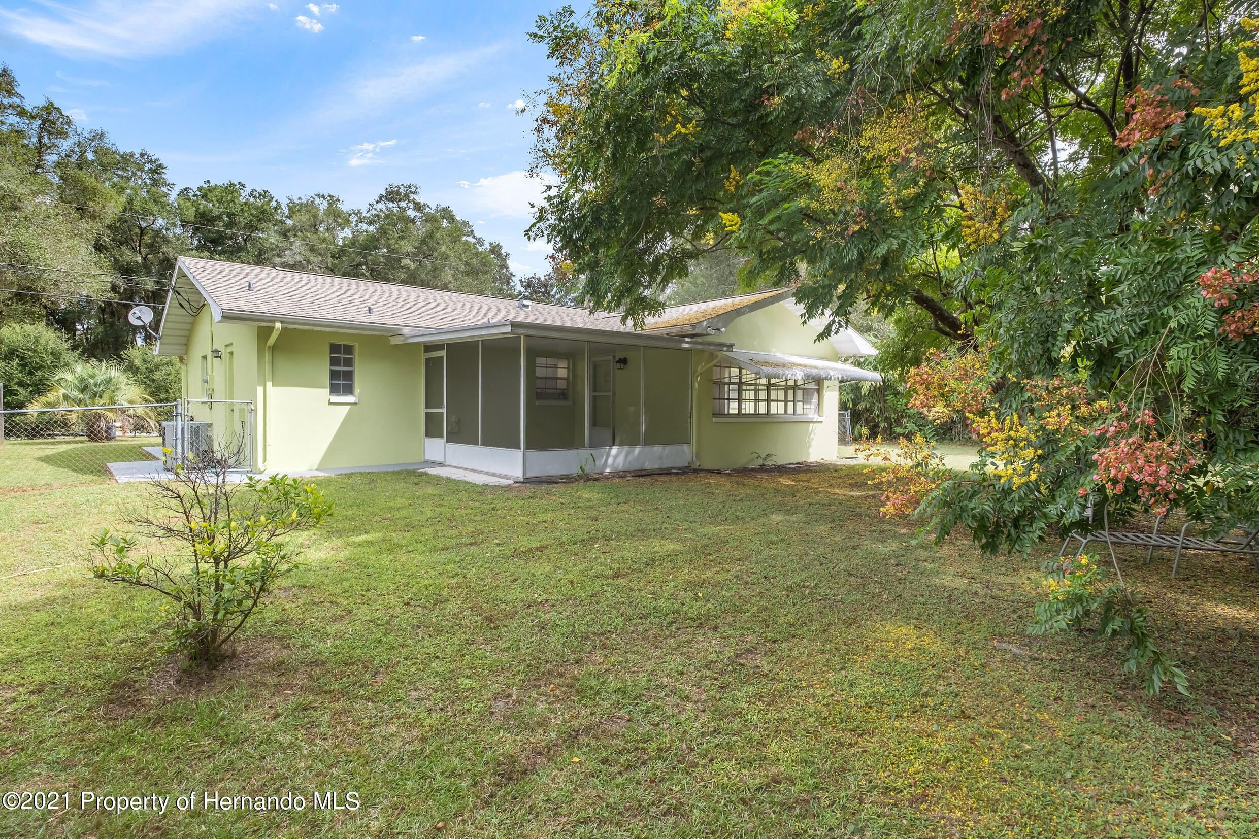 Listing photo id 23 for 6166 Wingate Street