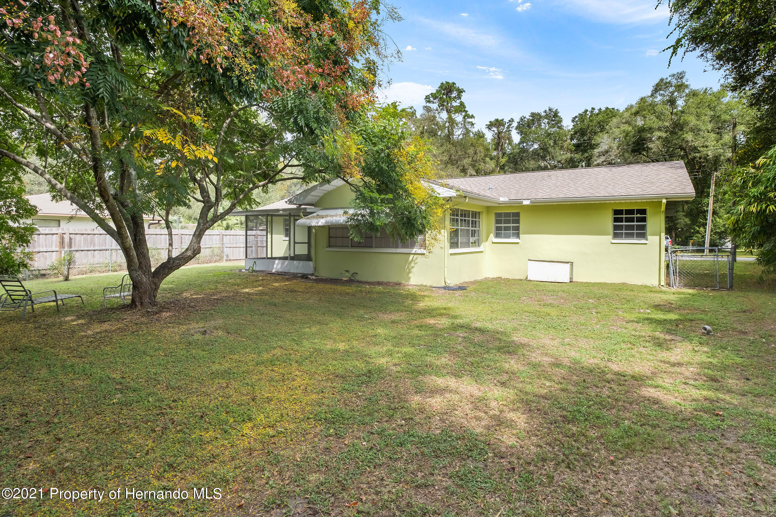 Listing photo id 24 for 6166 Wingate Street
