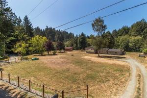 31 Forest Creek Lane, Freshwater, CA 95503