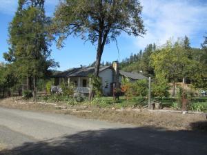 786 Casterlin Road, Blocksburg, CA 95514