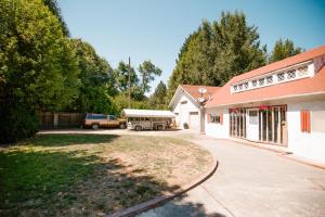 1261 Chezem Road, Redwood Valley, CA 95525