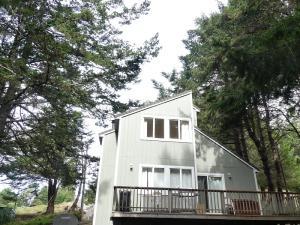 118 Seafoam Road, Shelter Cove, CA 95589