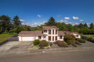 2963 Springer Drive, McKinleyville, CA 95519