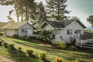 352 Roundhouse Creek Road, Big Lagoon, CA 95570