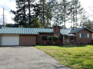 215 Camp Creek Road, Orleans, CA 95556