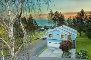 247 Seafoam Drive, Shelter Cove, CA 95589