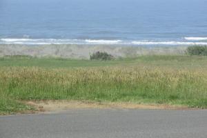 783 Beachwood looking west