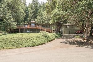 591 Timber Ridge Road, Weaverville, CA 96093