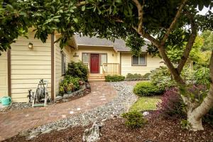 1300 Elizabeth Barcus Way, Fortuna, CA 95540