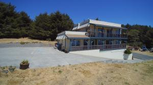 129 Lower Pacific Drive, Whitethorn, CA 95589