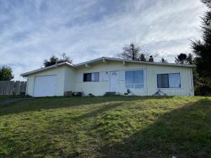 2272 Stanford Drive, Humboldt Hill, CA 95503