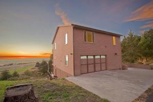 262 Bambi Drive, Shelter Cove, CA 95589