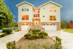 214 Parkview Road, Shelter Cove, CA 95589