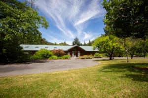 145 Racoon Lane, Willow Creek, CA 95573
