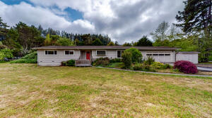 230 Thistle Lane, Freshwater, CA 95549