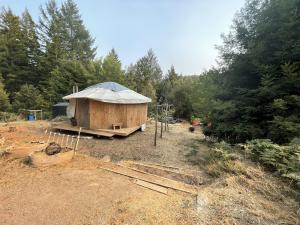4064 Salmon Creek Road, Miranda, CA 95553