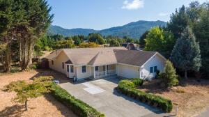 4335 Creekside Place, Hydesville, CA 95547