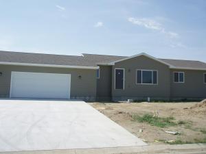 2601 Prairie Eagle Cir, Huron, SD 57350