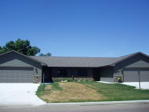 1165 Arizona Ave SW, Huron, SD 57350