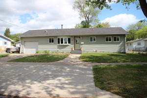 265 15th St SE, Huron, SD 57350