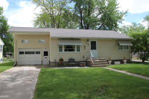 1378 Iowa Ave SE, Huron, SD 57350