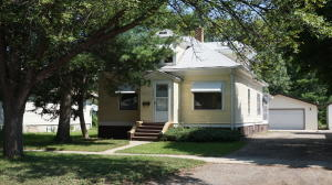 1054 Iowa Ave SE, Huron, SD 57350