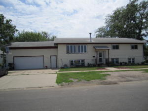602 Oregon Ave SE, Huron, SD 57350