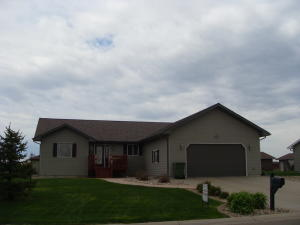 2631 Prairie Eagle Cir E, Huron, SD 57350
