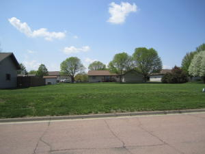 Lawnridge Ave SE, Huron, SD 57350