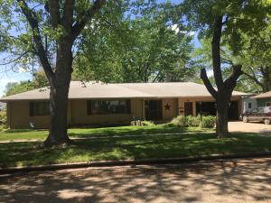 1457 Washington Dr SW, Huron, SD 57350