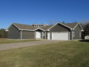 1860 Meadowlark Ln SW, Huron, SD 57350