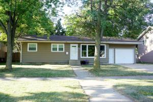 696 11th St SW, Huron, SD 57350