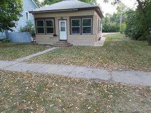 818 Iowa Ave SE, Huron, SD 57350