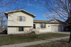 1035 Ashwood Ln, Huron, SD 57350