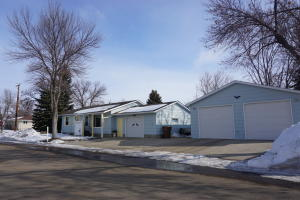 1808 Indiana Ave SE, Huron, SD 57350