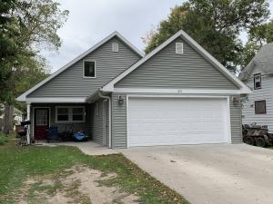 451 Beach Ave SE, Huron, SD 57350