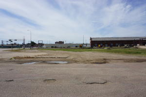 39 Dakota Ave N, Huron, SD 57350