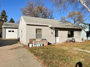 757 Lincoln Ave SW, Huron, SD 57350
