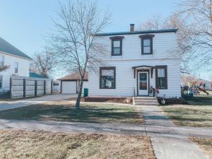 503 2nd St N, Woonsocket, SD 57385