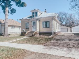 1054 Iowa Ave SE, Huron, SD 57350