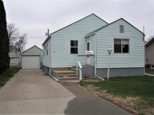 1119 Frank Ave SE, Huron, SD 57350