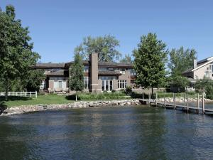 2715 Gull Point Place, Wahpeton, IA 51351
