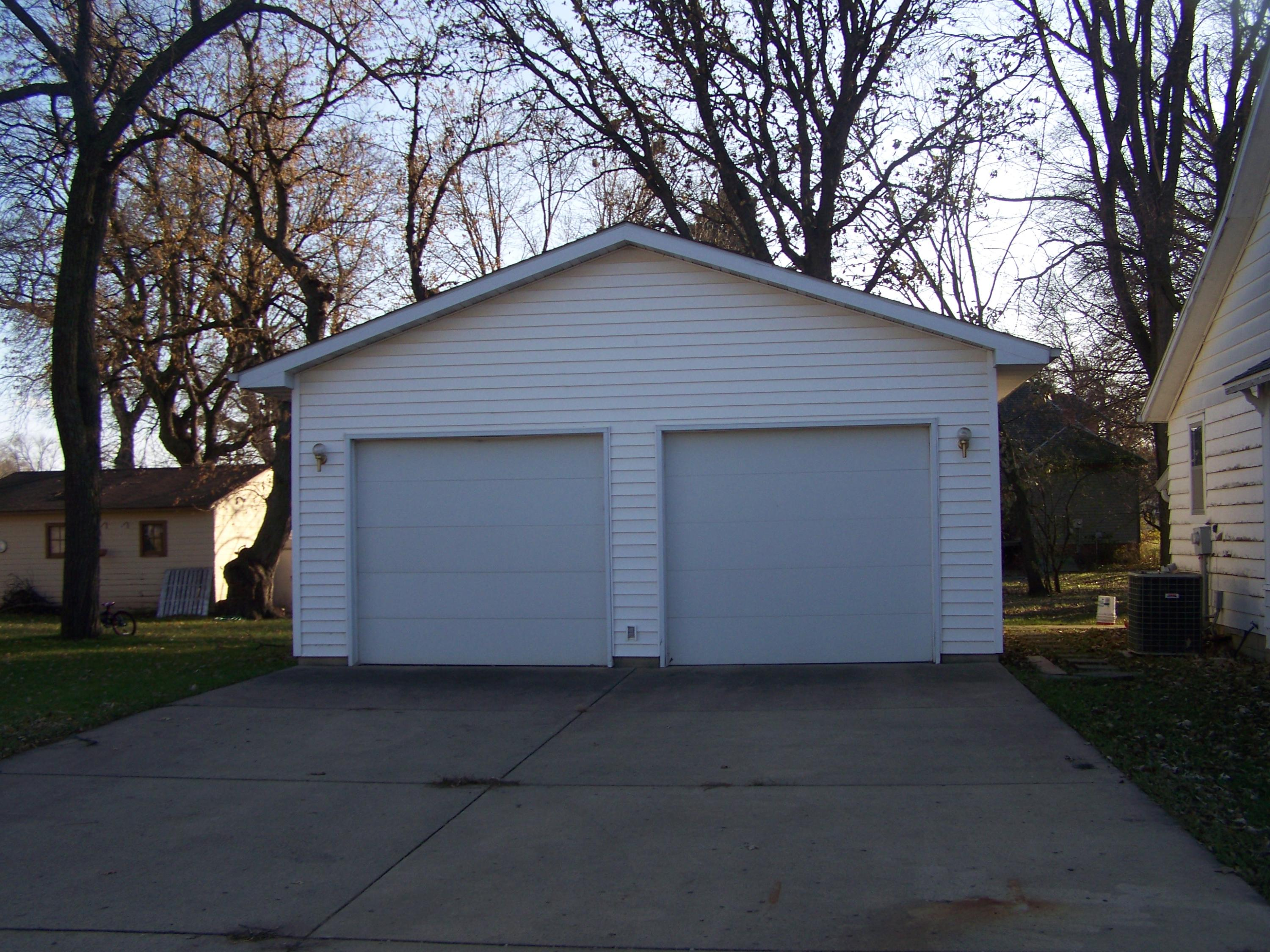 326 E 3rd Street Spencer Ia 51301 Remax Iowa Residential Electric Windows Open Living And Kitchen Floor Plan Roof On Main House Is 10 Years Old Oversized Two Car Garage Added In 1995 Home All Are 3