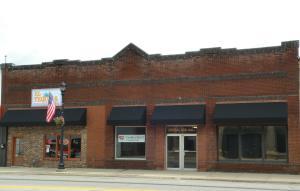 706 Central Avenue, Estherville, IA 51334